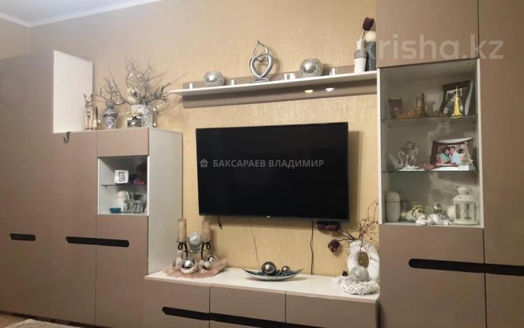 3-комнатная квартира, 59 м², 3/5 этаж, Гоголя 58/2 за 23 млн 〒 в Караганде, Казыбек би р-н