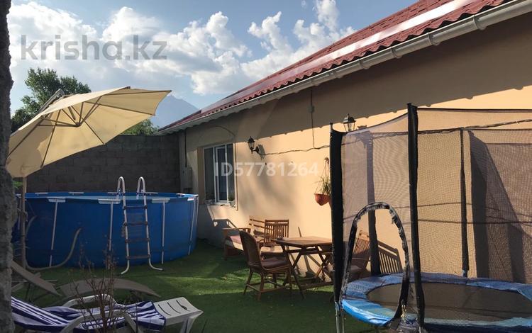 3-комнатный дом посуточно, 100 м², 4 сот., мкр Каргалы, Редько 29 за 40 000 〒 в Алматы, Наурызбайский р-н