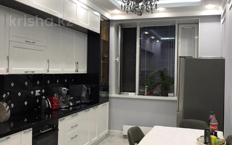 2-комнатная квартира, 71 м², 2/15 этаж, Абая — Манаса (Чапаева) за 56.5 млн 〒 в Алматы, Алмалинский р-н