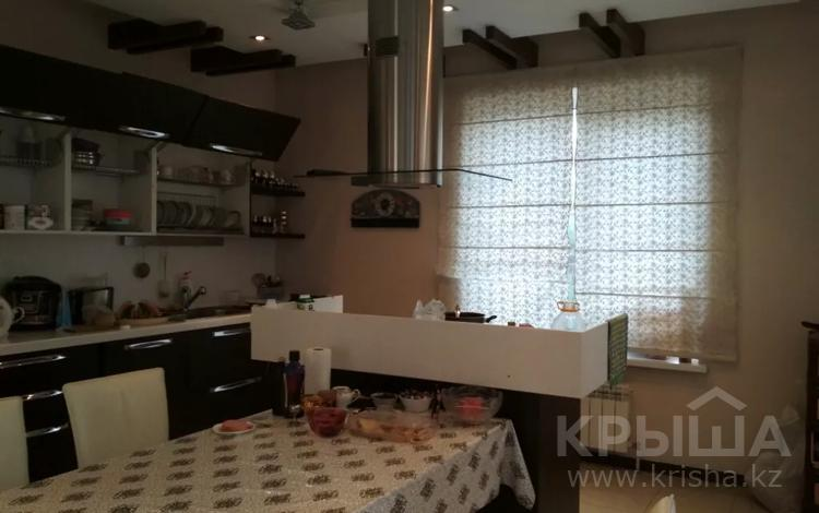 9-комнатный дом, 450 м², 12 сот., Новая 35 — Дулати за 280 млн 〒 в Алматы