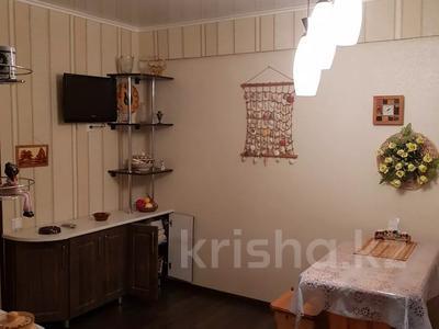 4-комнатная квартира, 60 м², 1/5 этаж, Ворошилова 95 за 9.8 млн 〒 в Усть-Каменогорске — фото 8