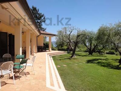 10-комнатный дом посуточно, 300 м², 30 сот., Браччано за 157 000 〒 в Риме