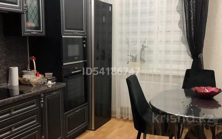 2-комнатная квартира, 65 м², 13 этаж, Аманжолова 26/1 за 29 млн 〒 в Нур-Султане (Астане), Алматы р-н