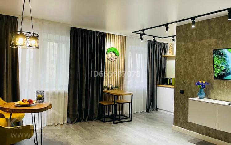 1-комнатная квартира, 40 м², 4/5 этаж посуточно, Кабанбай батыра за 16 000 〒 в Усть-Каменогорске