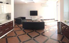 8-комнатный дом помесячно, 340 м², 6 сот., мкр Горный Гигант, Мкр Горный Гигант за 800 000 〒 в Алматы, Медеуский р-н