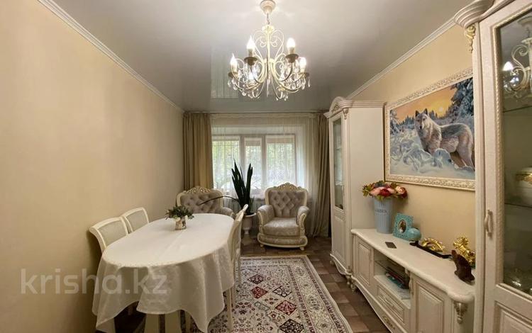 3-комнатная квартира, 62 м², 1/5 этаж, Крылова 26 за 17.5 млн 〒 в Караганде, Казыбек би р-н