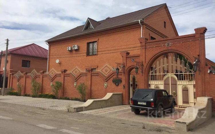 12-комнатный дом, 565 м², 12 сот., Газизы Жубановой 6г за 190 млн 〒 в Актобе