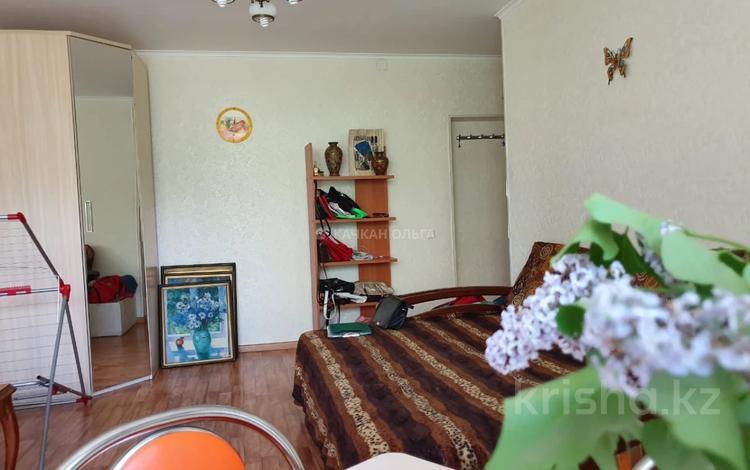 2-комнатная квартира, 44 м², 3/5 этаж, Алиханова 10 за 16.5 млн 〒 в Караганде, Казыбек би р-н