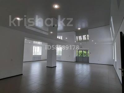 Здание, площадью 1150 м², улица Момышулы 18 — Букеевская за 270 млн 〒 в Уральске — фото 11