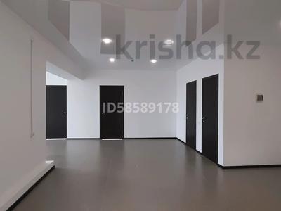 Здание, площадью 1150 м², улица Момышулы 18 — Букеевская за 270 млн 〒 в Уральске — фото 14