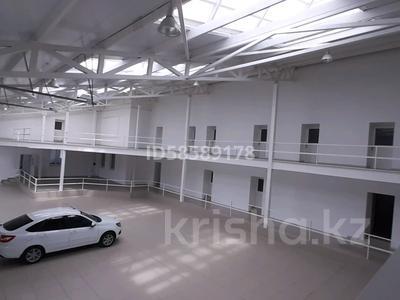 Здание, площадью 1150 м², улица Момышулы 18 — Букеевская за 270 млн 〒 в Уральске — фото 17
