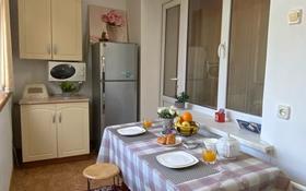 3-комнатная квартира, 70 м², 3/5 этаж посуточно, Толеби — Рыспек батыра за 15 000 〒 в Таразе