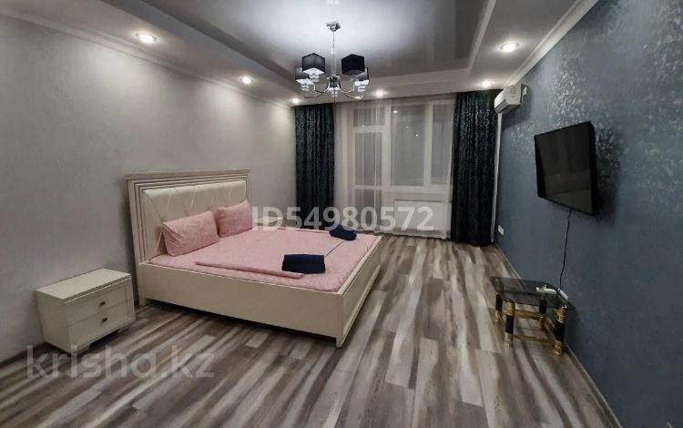 1-комнатная квартира, 45 м², 10/18 этаж посуточно, Навои 208 — Рыскулбекова за 8 000 〒 в Алматы, Бостандыкский р-н