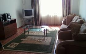 2-комнатная квартира, 70 м², 6/9 этаж помесячно, Абая, дом ЦеснаБанк 28 б за 150 000 〒 в Атырау