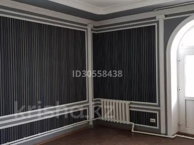 5-комнатный дом, 300 м², 4 сот., Достык 25А за 45 млн 〒 в Талдыкоргане