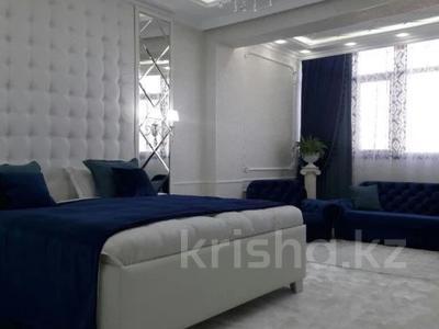 1-комнатная квартира, 56 м² посуточно, мкр Тастак-2, Брусиловского 159блок5 за 15 000 〒 в Алматы, Алмалинский р-н