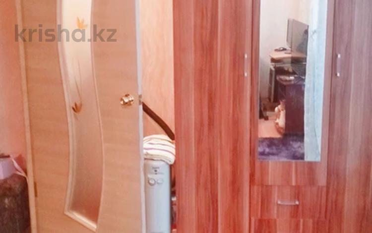 1-комнатная квартира, 29 м², 1/5 этаж, 10 мкр 8 за 6.8 млн 〒 в Аксае