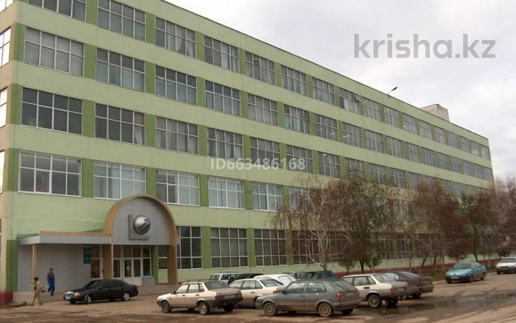 Офис площадью 1005 м², 8 Марта 109 — Жанша Досмухамедова за 2 000 〒 в Уральске