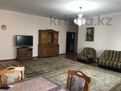 3-комнатная квартира, 140 м², 3/18 этаж посуточно, Курмангазы 145 — Муканова за 16 000 〒 в Алматы, Алмалинский р-н