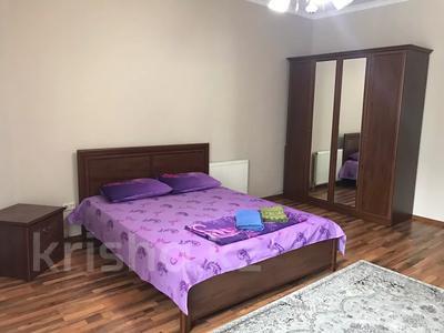 3-комнатная квартира, 140 м², 3/18 этаж посуточно, Курмангазы 145 — Муканова за 16 000 〒 в Алматы, Алмалинский р-н — фото 9