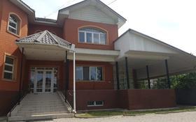 10-комнатный дом помесячно, 600 м², 10 сот., мкр Мамыр-4, Мкр Мамыр-4 за 1.1 млн 〒 в Алматы, Ауэзовский р-н