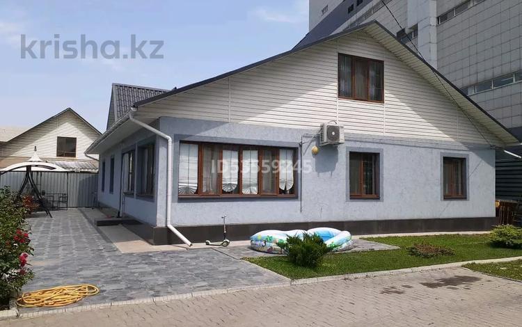 7-комнатный дом, 230 м², 5 сот., мкр Акбулак 2 — Саина за 60 млн 〒 в Алматы, Алатауский р-н