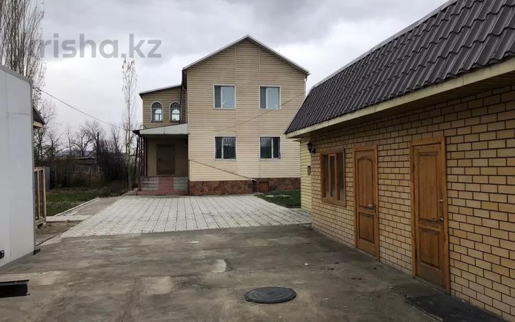 8-комнатный дом, 235 м², 6 сот., Ч.Валиханова за 45 млн 〒 в Семее