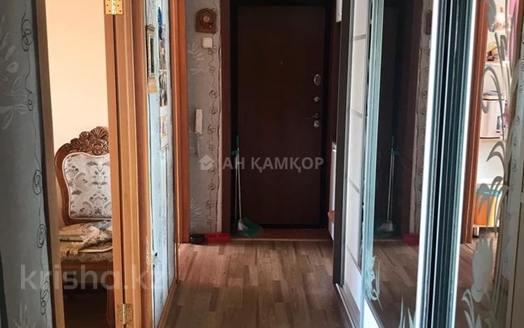 3-комнатная квартира, 63 м², 7/9 этаж, Республика 32 за 19.5 млн 〒 в Караганде, Казыбек би р-н