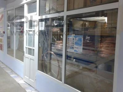 Магазин площадью 27.7 м², Жургенова за ~ 3 млн 〒 в Актобе, Новый город