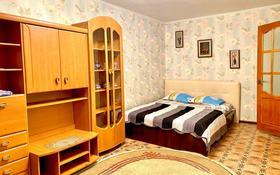 1-комнатная квартира, 39 м², 1/5 этаж посуточно, мкр Центральный, Азаттык 60а за 6 500 〒 в Атырау, мкр Центральный