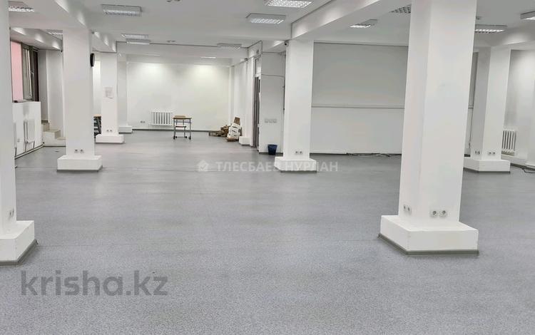 Магазин площадью 160 м², Макатаева — проспект Сакена Сейфуллина за 4 000 〒 в Алматы, Алмалинский р-н
