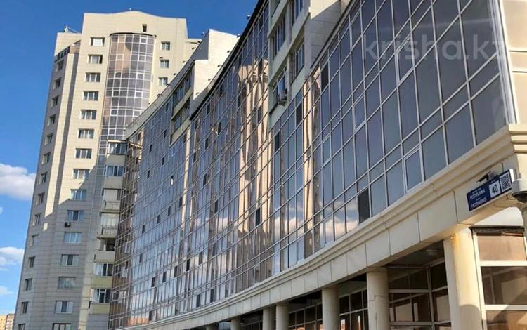 1-комнатная квартира, 52 м², 3/16 этаж, Республики 40 за 17.5 млн 〒 в Караганде, Казыбек би р-н