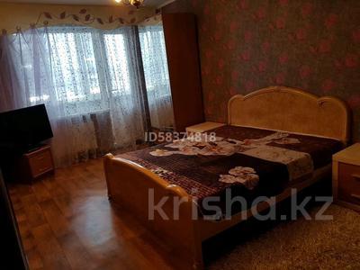 1-комнатная квартира, 34 м², 3/5 этаж посуточно, Мухита 128 — Маметова за 5 000 〒 в Уральске — фото 2