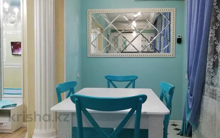 3-комнатная квартира, 68 м² посуточно, Улица Тауке хана 4 — Байтурсынова за 12 000 〒 в Шымкенте, Аль-Фарабийский р-н