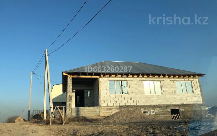 5-комнатный дом, 140 м², 6 сот., Жайык за 10 млн 〒 в в селе Шамалган