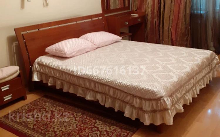 2-комнатная квартира, 45 м², 2/5 этаж посуточно, Манаса 19 — Абая за 8 500 〒 в Алматы