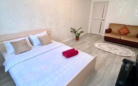 1-комнатная квартира, 40 м², 3/14 этаж посуточно, мкр Акбулак, Момышулы 83 за 8 000 〒 в Алматы, Алатауский р-н