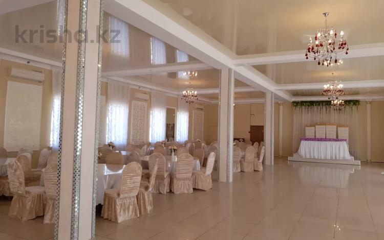 Здание, площадью 565 м², Достык за 111 млн 〒 в Атырау