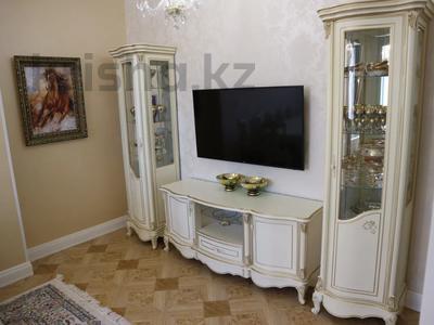 4-комнатная квартира, 150 м², 4/7 этаж помесячно, проспект Мангилик Ел 23 — Ханов Керея и Жанибека за 850 000 〒 в Нур-Султане (Астана), Есиль р-н — фото 14