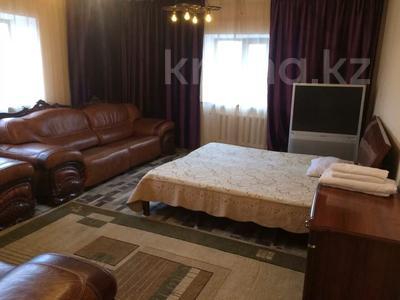 9-комнатный дом посуточно, 550 м², 6 сот., Досмухамедулы 63 — Тайбекова за 80 000 〒 в Нур-Султане (Астана), Есильский р-н — фото 3