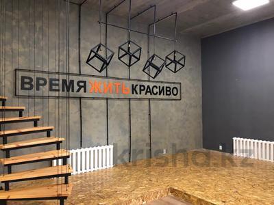 8-комнатный дом помесячно, 600 м², 10 сот., Шукшина — Шукшина за 1.2 млн 〒 в Нур-Султане (Астана), Алматинский р-н