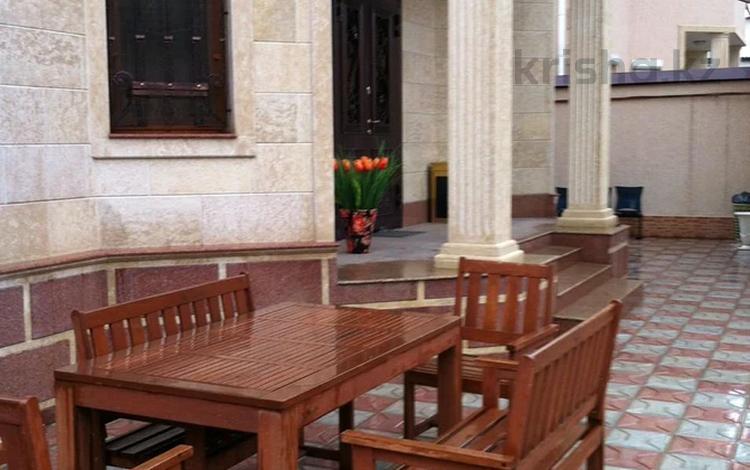5-комнатный дом, 280 м², Аль-Фарабийский район за 130 млн 〒 в Шымкенте, Аль-Фарабийский р-н