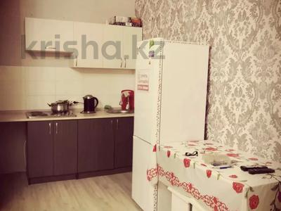 1-комнатная квартира, 42 м², 9/12 этаж посуточно, Рыскулбекова 31 за 7 000 〒 в Нур-Султане (Астана), Алматы р-н — фото 2