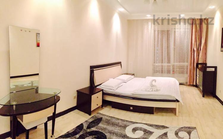 2-комнатная квартира, 100 м², 9/16 этаж посуточно, проспект Аль-Фараби 21 — Западный желтоксан за 20 000 〒 в Алматы, Бостандыкский р-н