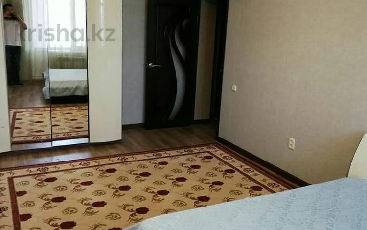 2-комнатная квартира, 72 м², 7/14 этаж на длительный срок, мкр 11 за 120 000 〒 в Актобе, мкр 11