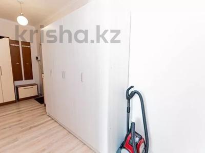 1-комнатная квартира, 45 м² посуточно, Кабанбай батыра 42 — Алматы за 7 000 〒 в Нур-Султане (Астане), Есильский р-н