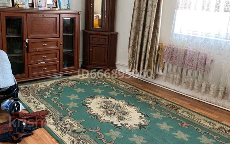 2-комнатный дом, 60 м², 10 сот., мкр Кунгей , Абыкена толеубаева 124 за 15 млн 〒 в Караганде, Казыбек би р-н
