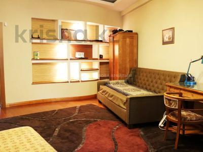 4-комнатная квартира, 230 м², 1/9 этаж помесячно, Каратаева 38а — Желтоксан за 500 000 〒 в Алматы, Бостандыкский р-н