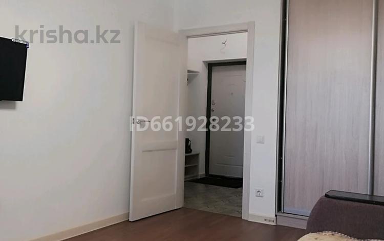 1-комнатная квартира, 44 м², 10/15 этаж посуточно, Қабанбай батыр 48/9 за 8 000 〒 в Нур-Султане (Астана), Есиль р-н