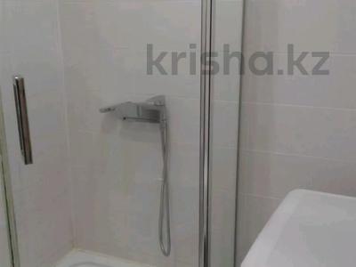 2-комнатная квартира, 50 м², 3/5 этаж посуточно, Центральная 3 за 10 000 〒 в Атырау — фото 9